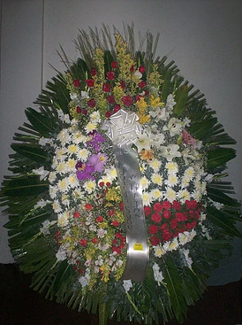 realizada con lilium, rosas, astromelias, claveles, crisantemos, orquideas