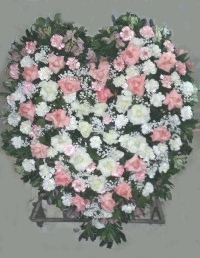 Realizado todo en rosas y flores de estación