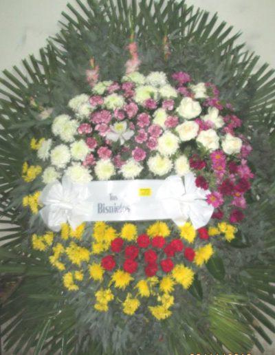 realizada con flores de estación